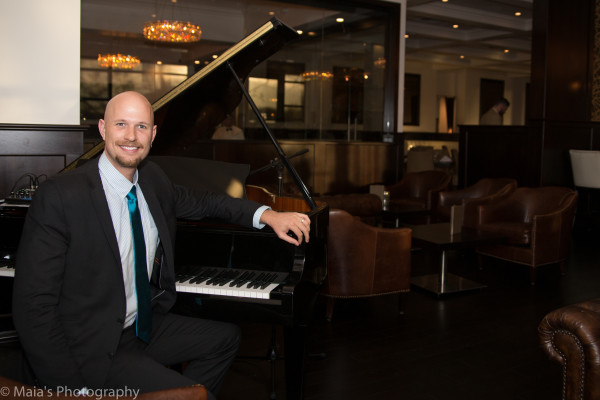 Pianist at Larsen's Steakhouse Restaurant